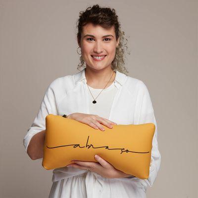 Almofada-Charm-Abraco-Amarelo-Euliricas